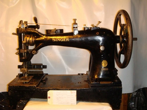 SINGER 7-57, SEWING MACHINE TO MAKE BUFFING WHEELS