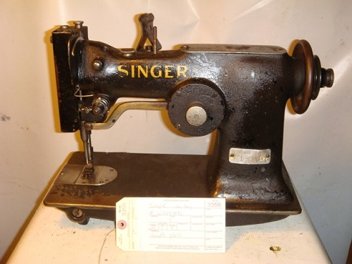 SINGER Zig zag sewing machine with the cam in the back