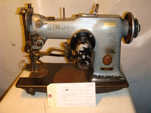 SINGER 107W1, zig zag sewing machine wih the cam