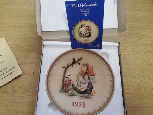 M.J. HUMMEL, GOEBEL, 1978 ~ ~ ANNUAL PLATE IN BASE RELIEF