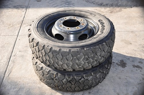 PAIR OF TIRES 245/70R19.5